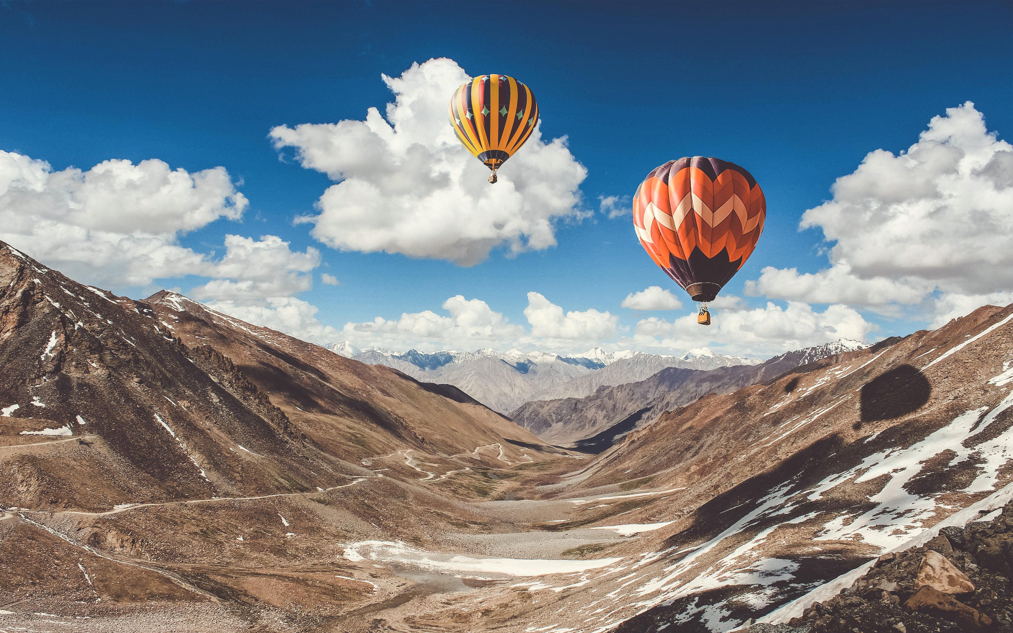 Поездка на воздушном шаре в горах Лех обои скачать