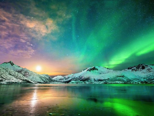 Полярное сияние Северное сияние во время ночной природы