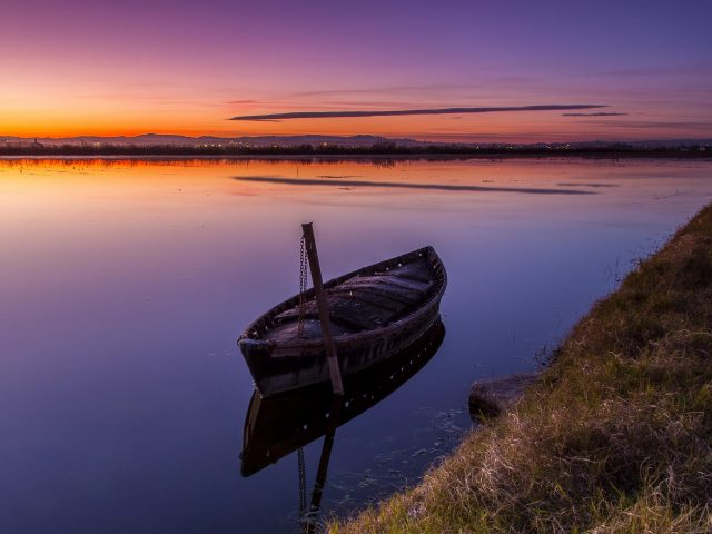 Лодка озеро закат