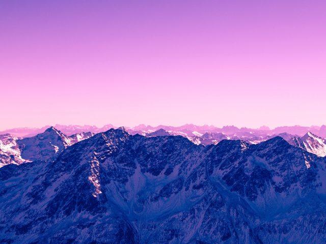 Розовое небо горы