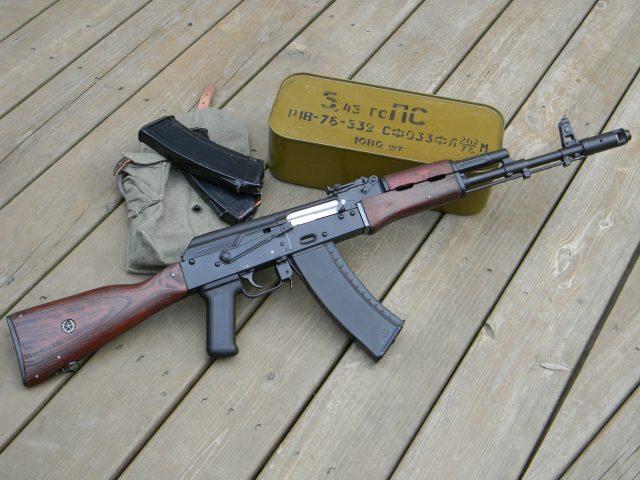Ак-74,  автомат калашникова,  доски,  коробка