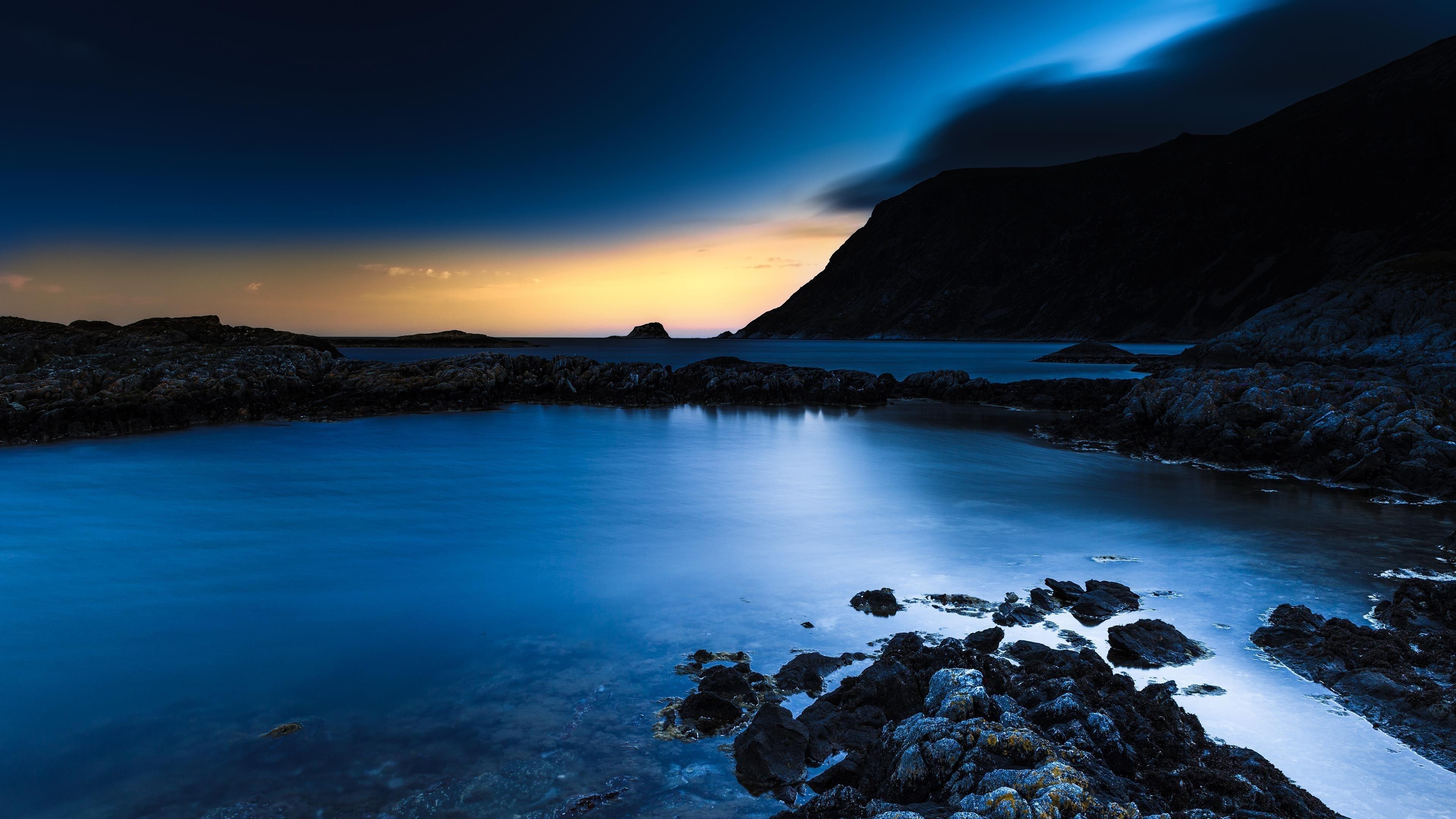 Темно-синий ночной пляж обои скачать