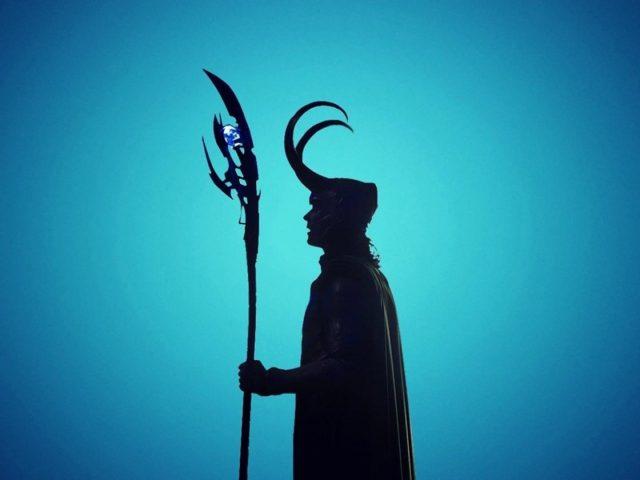 Фильмы Локи бог с синим фоном Локи