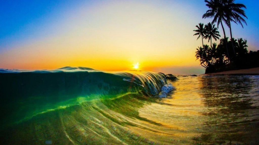 Крупным планом вид на пляжные волны во время заката природа обои скачать