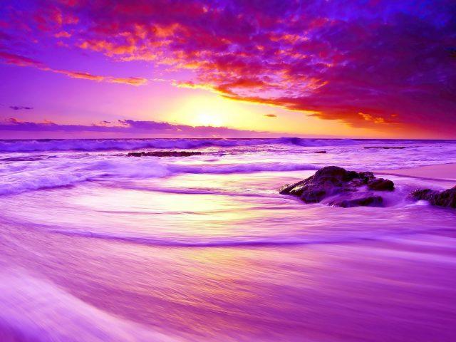 Фиолетовый пляжный закат