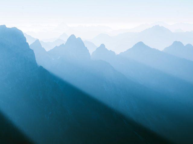 Туманный горный хребет