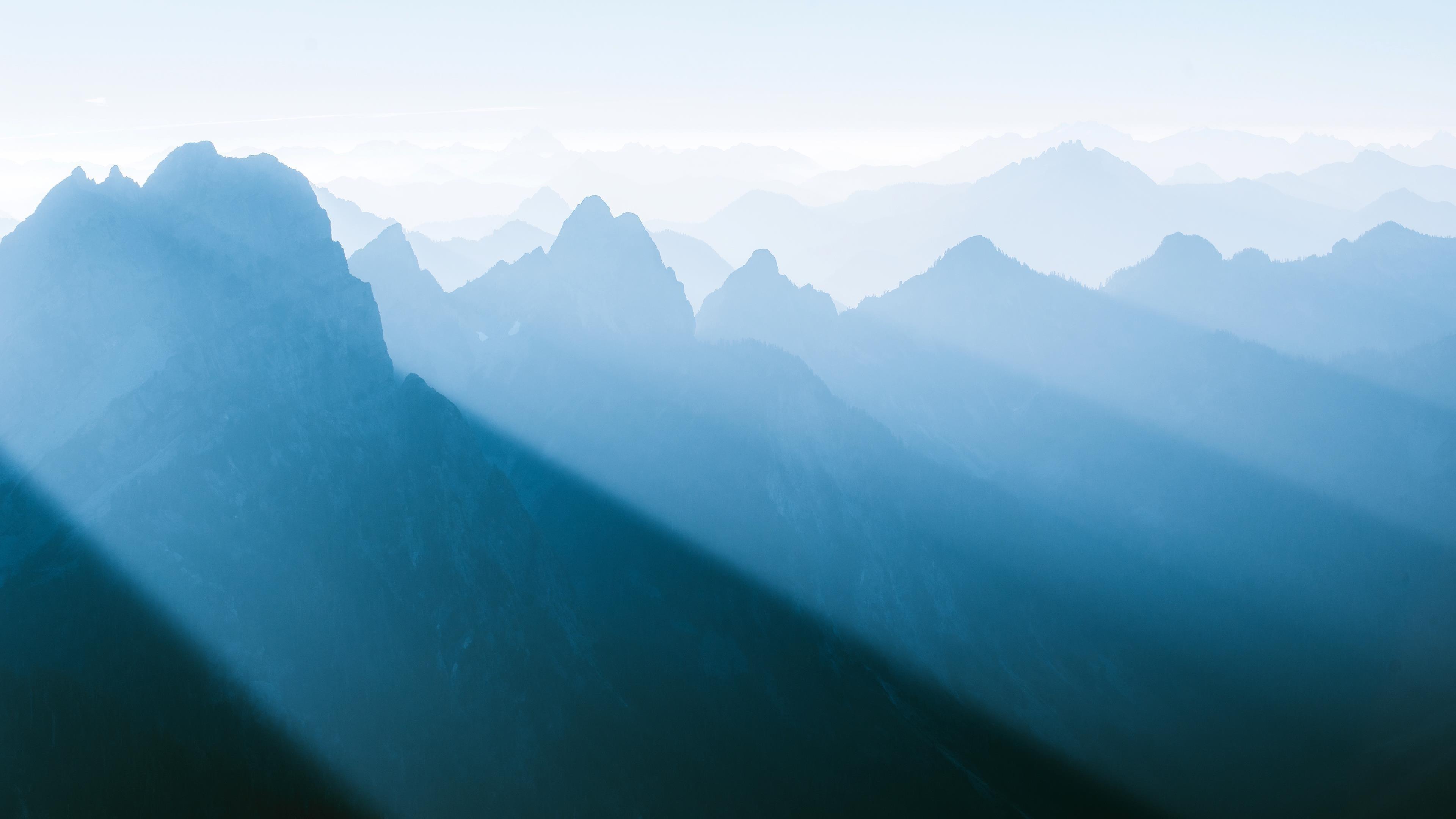 Туманный горный хребет обои скачать