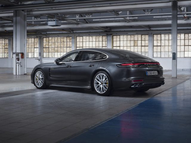 Porsche panamera turbo s e-hybrid executive 2020 2 автомобиля