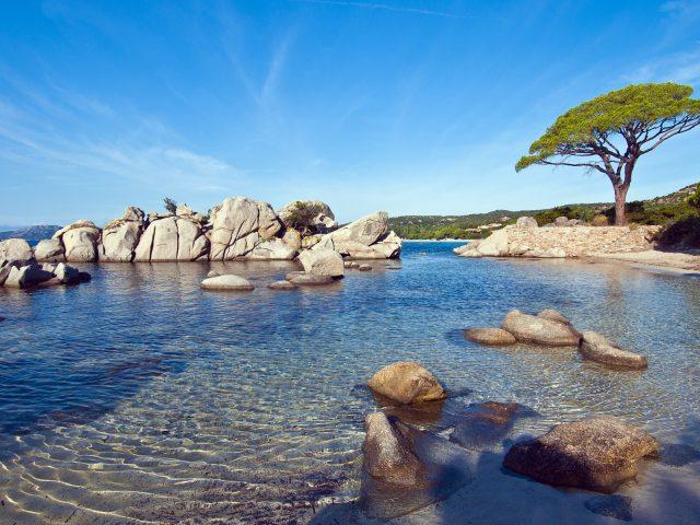 Пляжа паломбаджа солнечный.