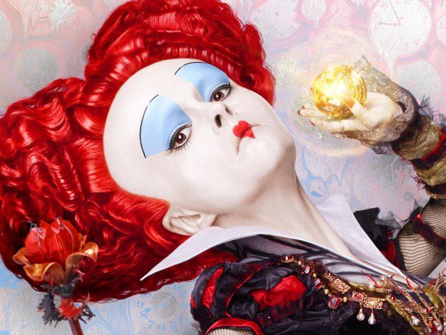 Красная королева Алиса в Зазеркалье.