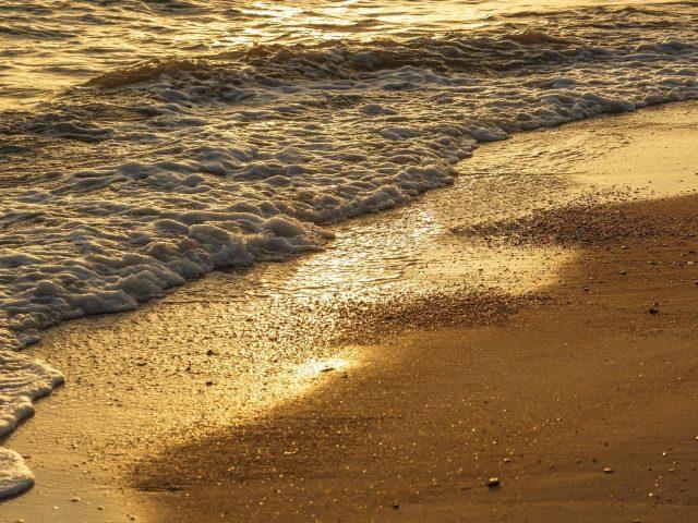 Пляж морские волны и песчаная природа