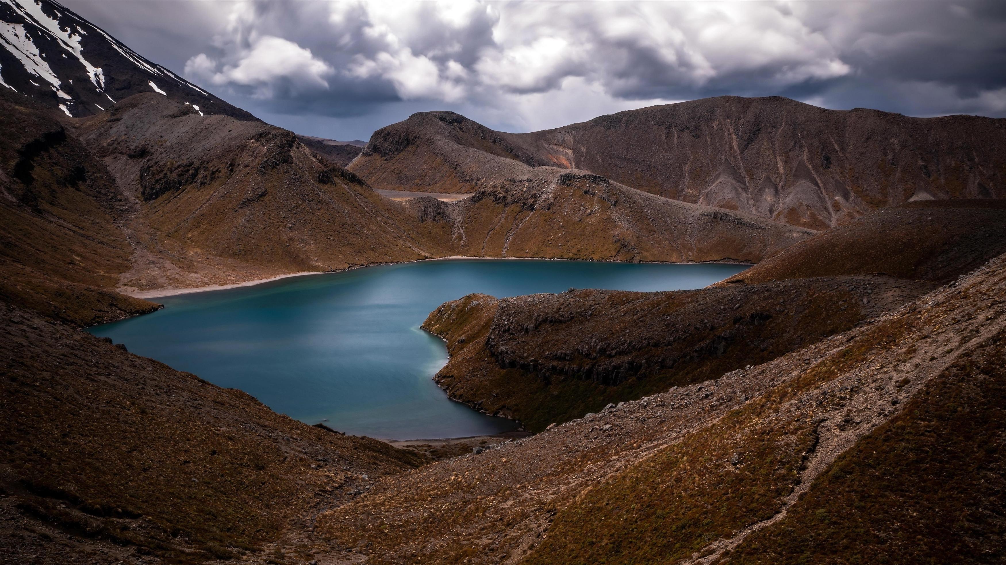 Озеро горы облака обои скачать