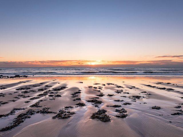Пляж песок море закат горизонт