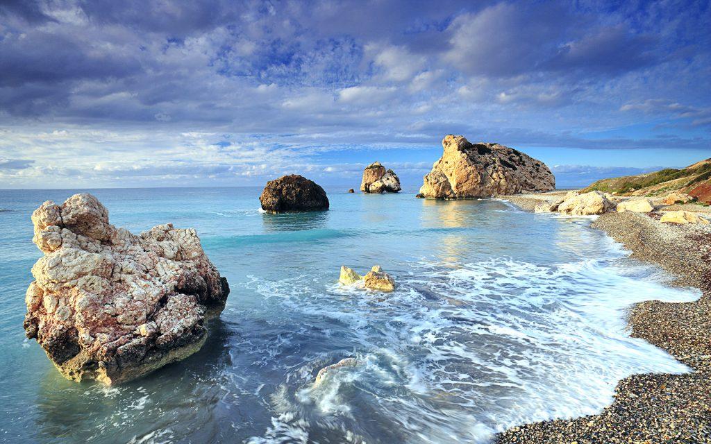 Кипр берегу моря рок. обои скачать