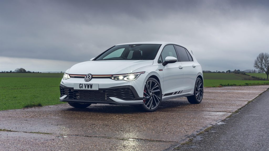 Volkswagen golf gti clubsport 2021 2 автомобиля обои скачать