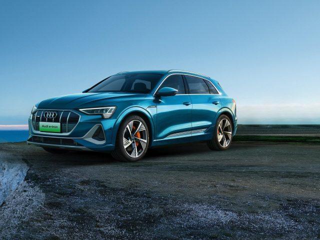 Audi e-tron 55 quattro s line 2020 автомобили