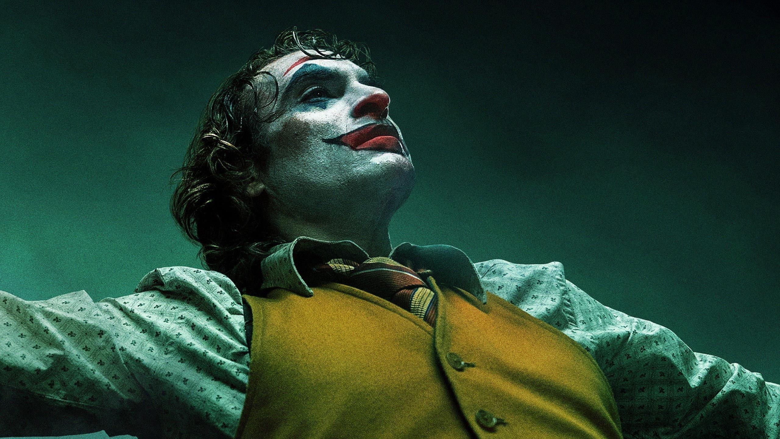 Хоакин Феникс как Джокер 2019 обои скачать