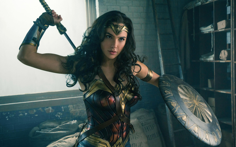 Gal Gadot Wonder Woman обои скачать