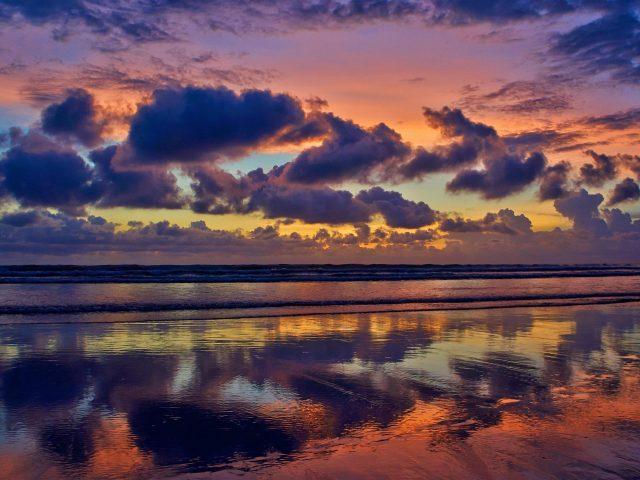 Облачный морской пейзаж вечер