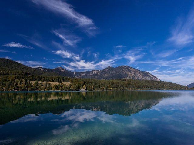 Озеро вальхензее Альпы Бавария Германия гора с отражением природы
