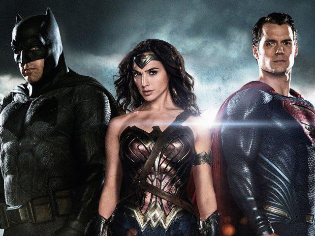 Бэтмен чудо-женщина супермен.