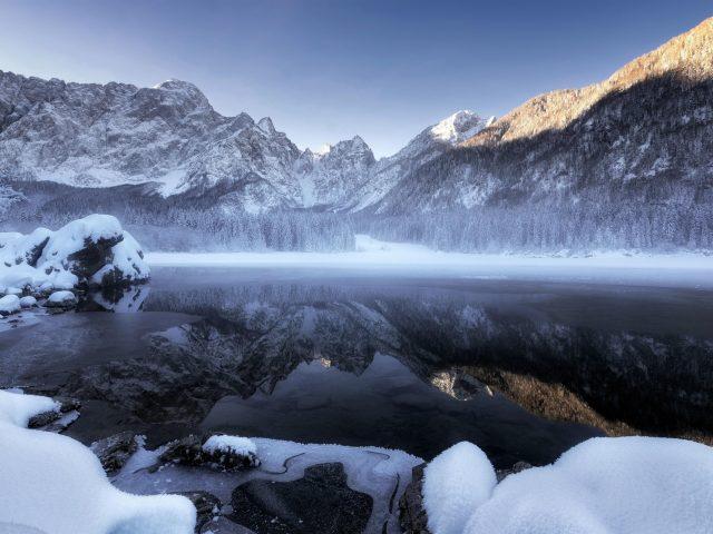 Зимние снежные горы