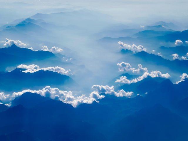 Горы сельская местность туман облака дымка небо восход солнца природа