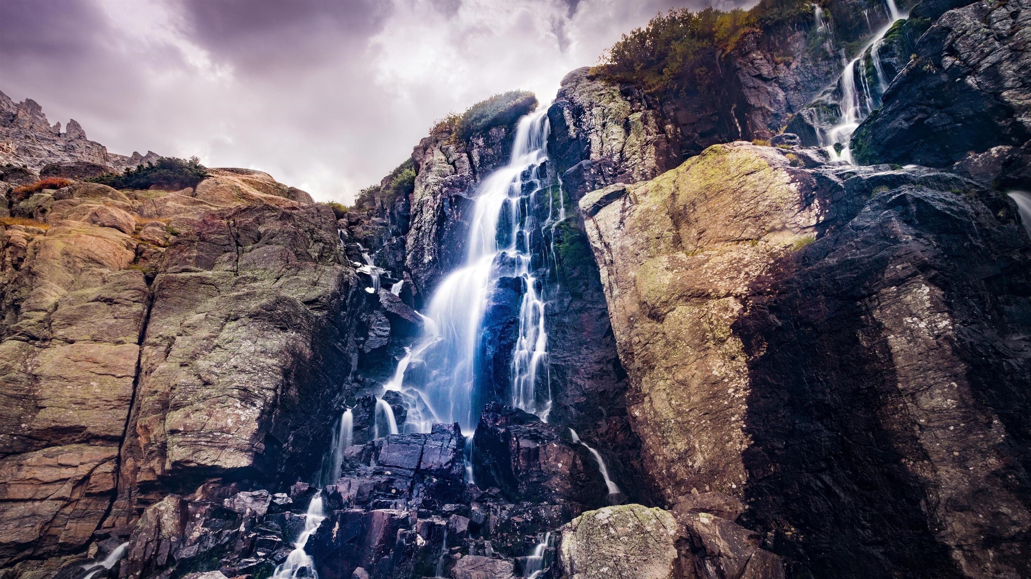 Waterfall from rocks обои скачать