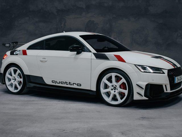 Белый audi tt rs купе 40 лет quattro 2020 2 автомобили