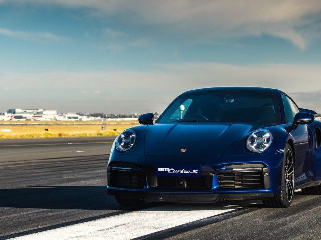 Синий porsche 911 turbo s 2020 автомобили