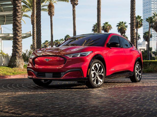 Красный 2021 ford mustang mach-e4x автомобили