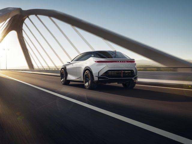 Lexus lf z электрифицирован 2021 2 автомобиля