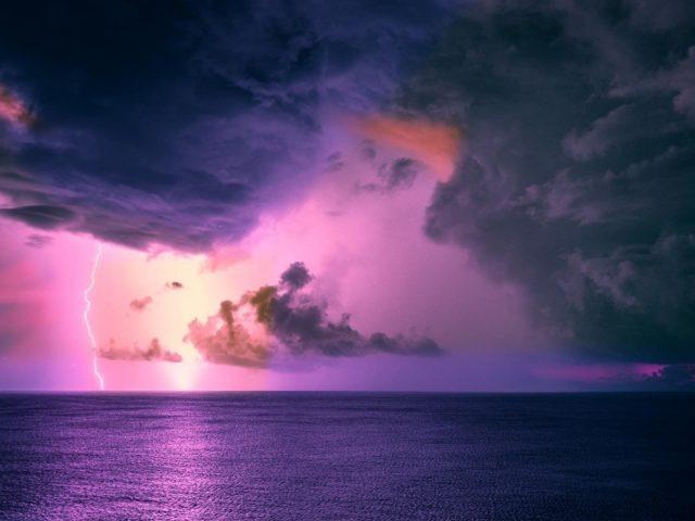 Океанский шторм с облачным горизонтом природа молнии