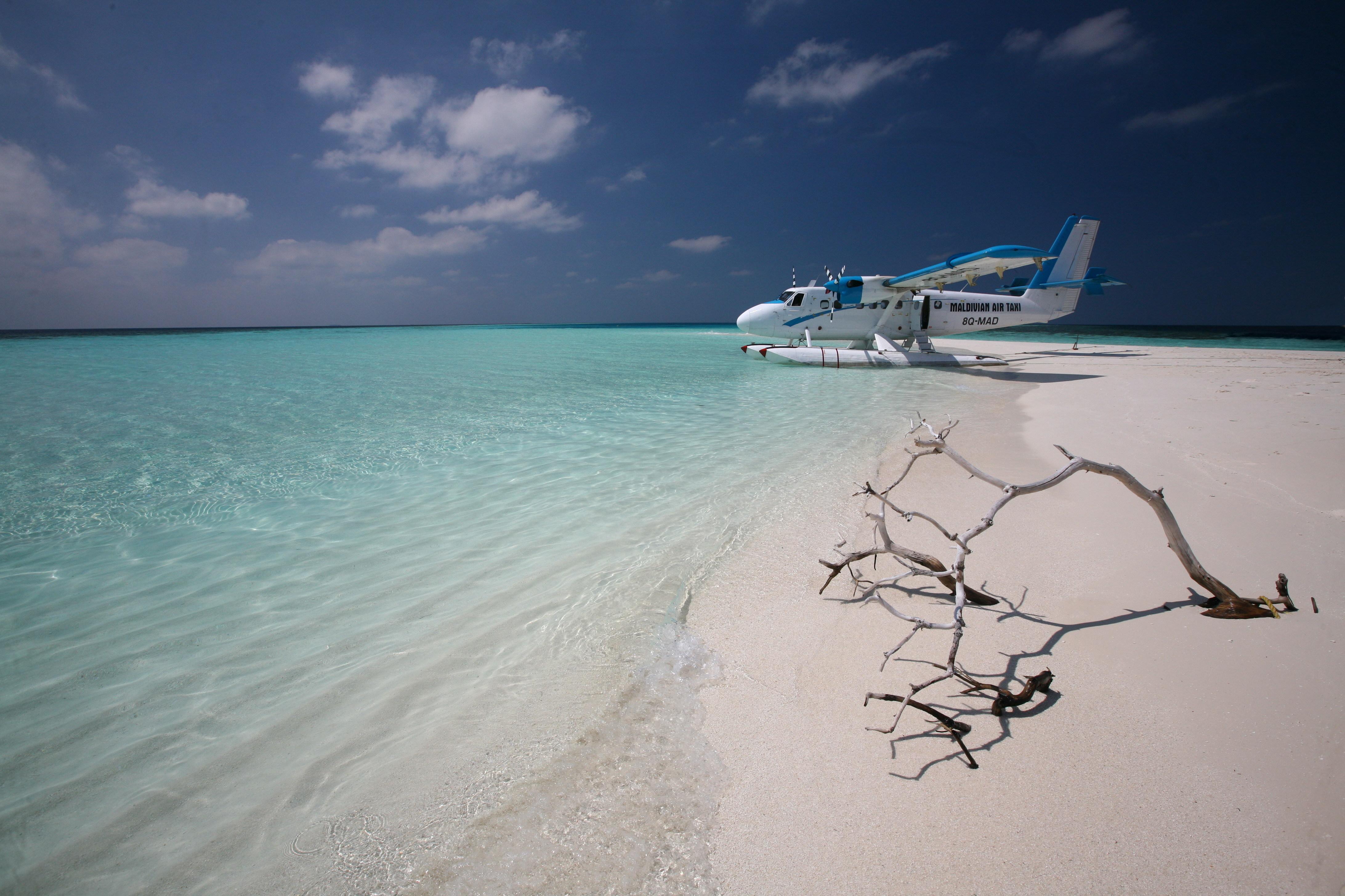 Мальдивы, такси, самолет, океан обои скачать