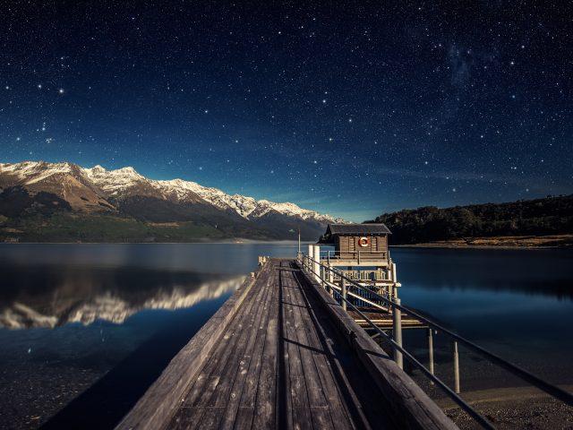 Бесчисленные звездное озеро ночевки.