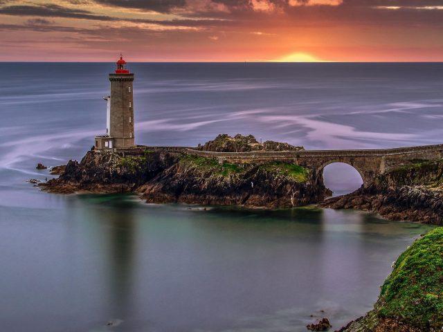 Франция Маяк море во время заката природа