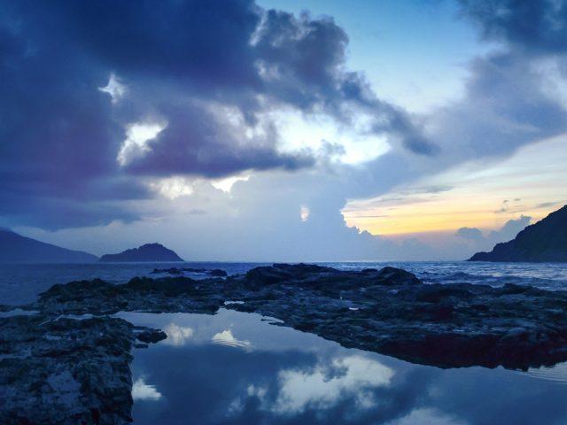 Горные облака отражение пляжа