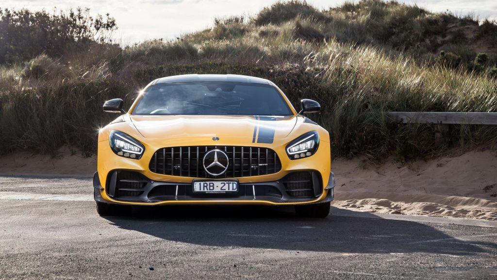 Mercedes-amg gt r pro 2021 2 автомобиля обои скачать