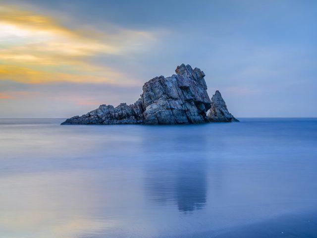 Закат солнца на астурийском пляже природа