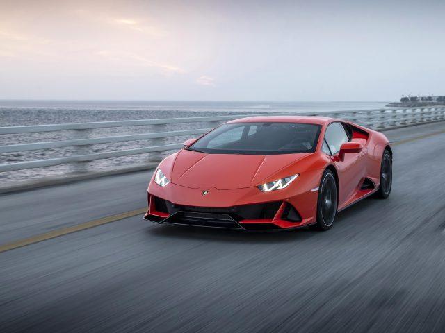 Lamborghini huracan evo 2021 2 автомобиля