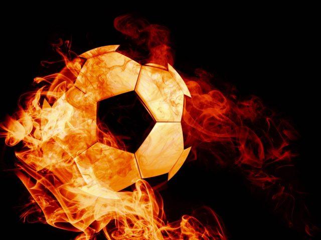 Шар огненный футбол темном фоне пламени